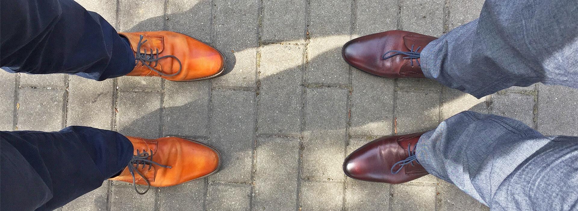 A to jsme my, tedy naše nohy, při prvním vzorkování v Brně.